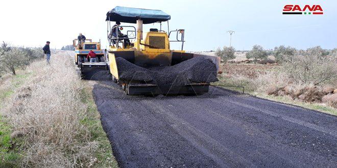 المباشرة بتنفيذ المرحلة الثانية من مشروع تأهيل وصيانة طريق تلكلخ- ادلين -الحدود اللبنانية