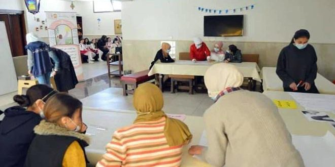 (معاً لإيقاف دائرة العنف)… نشاط توعوي للفتيات ضمن حملة أيام الأسرة السورية بحمص