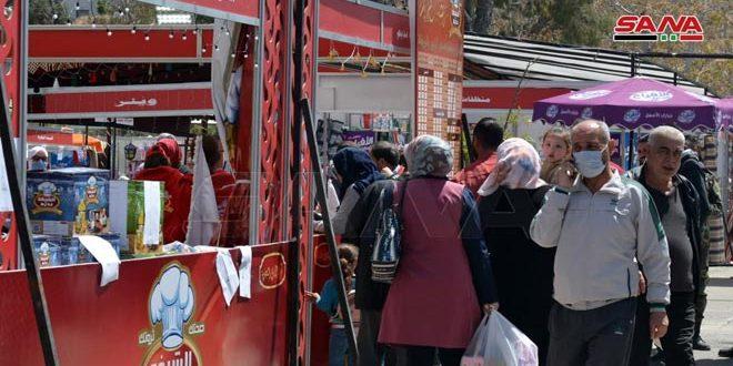 مشاركون من سوق رمضان الخيري: الهدف تلبية احتياجات المواطنين وتخفيف الأعباء الاقتصادية
