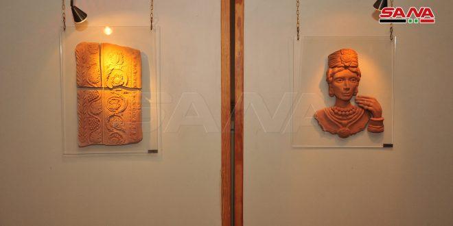 """Rania Maasarani inaugura su exposición """"Esculturas inspiradas en Palmira"""""""
