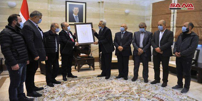 Golaneses entregan a Arnous el Documento Nacional para continuar la resistencia hasta la liberación de la tierra