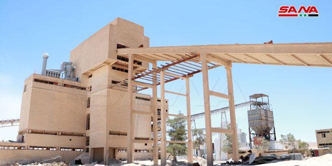 Siria reconstruye planta de fosfato en el desierto