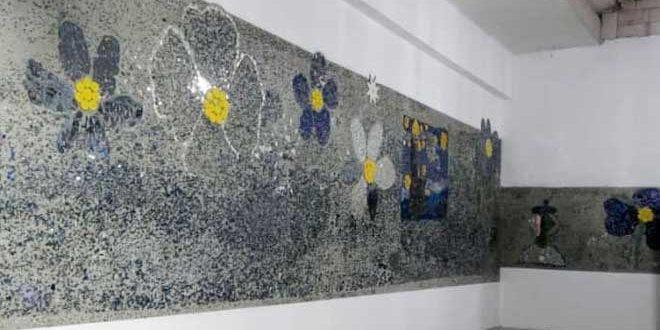 Artistas sirios convierten escombros de guerra en gigante mural de mosaico