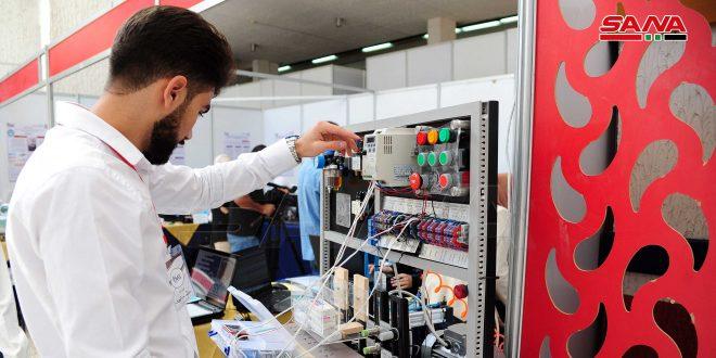 Estudiantes exponen 140 proyectos de graduación en ingeniería mecánica y robótica en Damasco