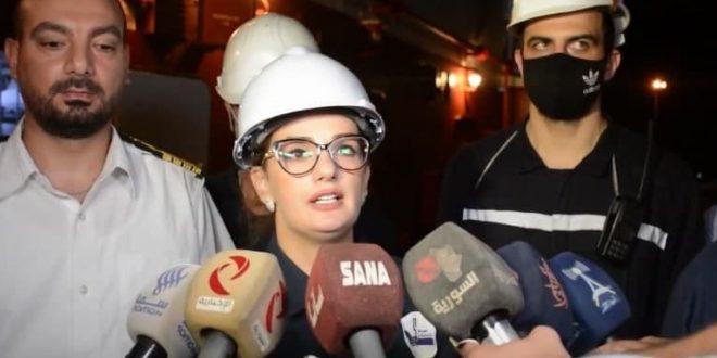 Mujer siria demuestra su presencia en sector de ingeniería naval (Video)