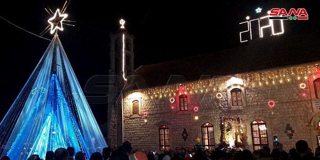 چراغهای درخت کریسمس کلیسای مار الیاس در ریف حمص روشن شد