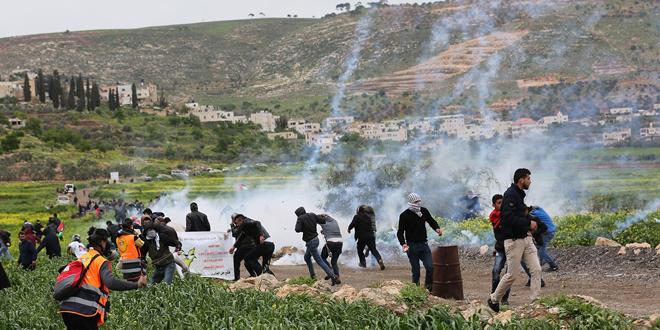 جراحت دو نفر فلسطینی بر اثر سرکوب تظاهرات جنوب الخلیل توسط اشغالگر