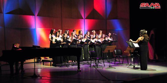 Le chœur féminin «Gardénia» chante pour les enfants face à coronavirus