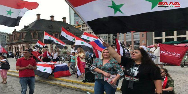 Des associations syriennes et allemandes observent un sit-in de solidarité avec la Syrie et dénoncent la « Loi César »