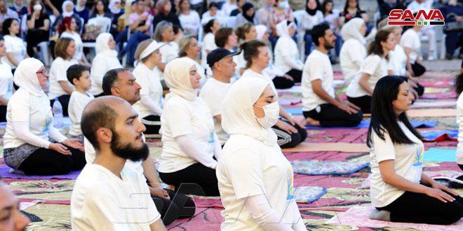 /Yoga pour la santé/, un événement organisé par l'ambassade de l'Inde à la citadelle de Damas