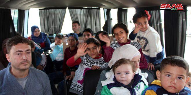 כמה משפחות של מהגרים חזרו דרך מעבר הגבול נסיב שבאו ממחנות הפליטים בירדן