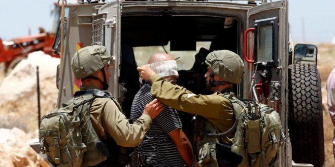 הכוחות הישראליים עוצרים 3 פלסטינים בטול כרם