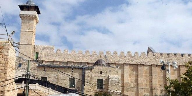 ליום השנה ברציפות : שלטונות הכיבוש סוגרים המסגד האיבראהימי בפני המתפללים הפלסטינים