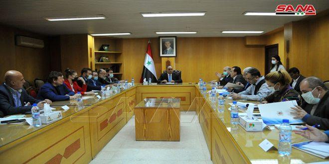 אל-בראזי דן עם משלחת מסחרית רוסית בהאצת סחר החלפין והקמת פרויקטים משותפים