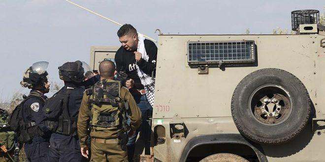 כוחות הכיבוש עוצרים שני פלסטינים בחברון