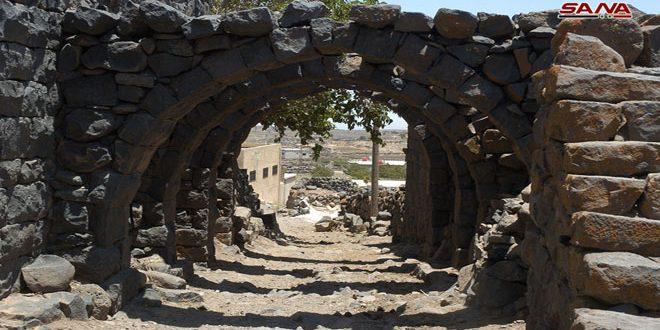 В селении Бусан провинции Сувейда имеются памятники римского периода