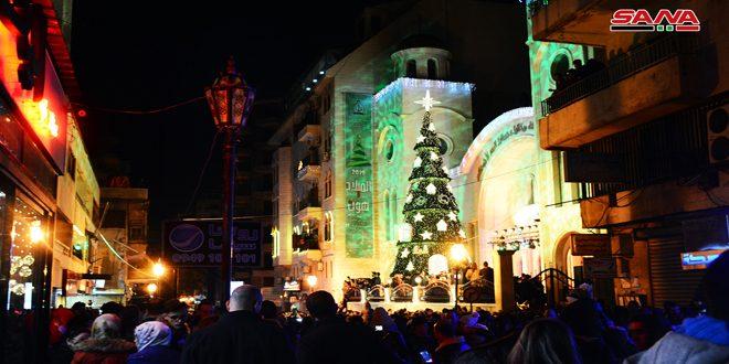 В Латакии установлена рождественская елка
