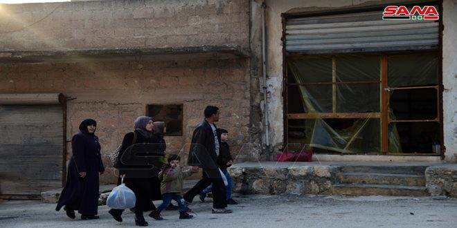 Жители освобожденных от террористов поселков в провинции Алеппо проверили свои дома