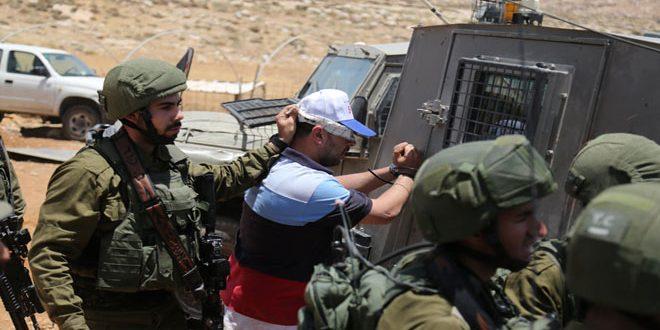 İsrail İşgal Güçleri, Batı Yaka'da 2 Filistinliyi Tutukladı