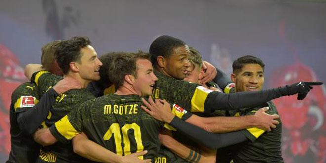 دورتموند يتصدر الدوري الألماني لكرة القدم
