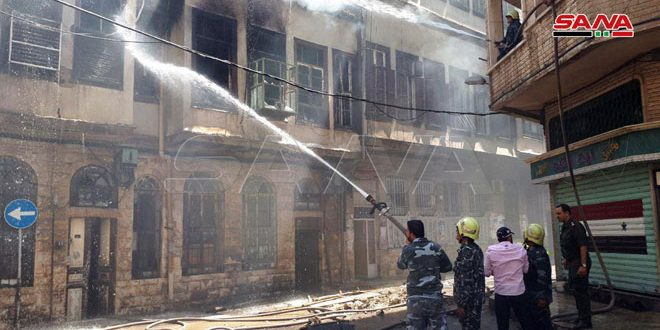 نشوب حريق ضمن منزل عربي قديم في منطقة الحلبوني بدمشق