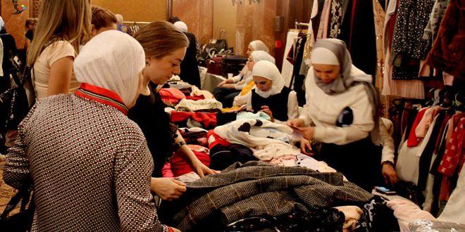 أول الشتوية.. بازار يوفر تشكيلة واسعة من الملابس والمطرزات والأعمال التقليدية