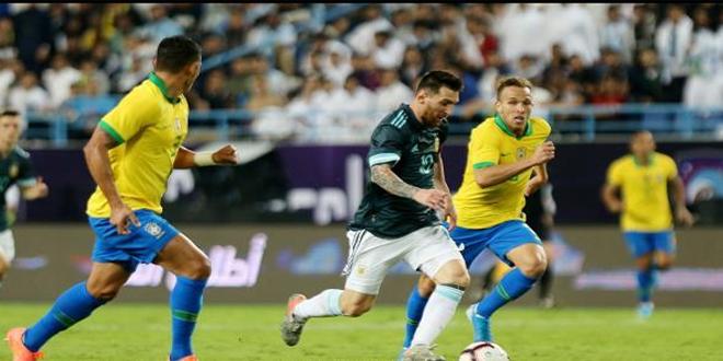 الأرجنتين تهزم البرازيل في كلاسيكو الأرض