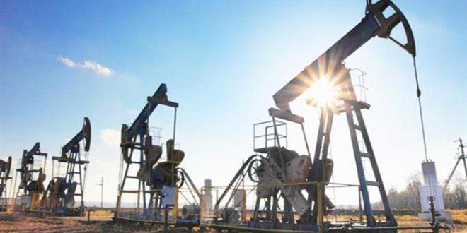 وكالة الطاقة الدولية: فائض المعروض بسوق النفط سيستمر رغم اتفاق أوبك