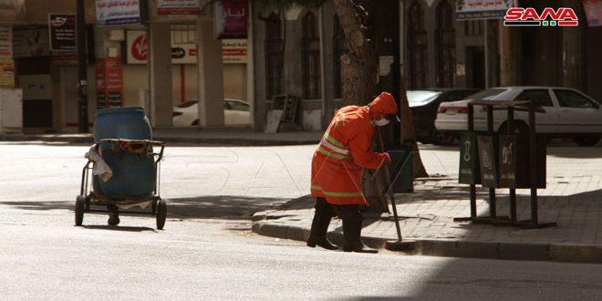 عمال النظافة في حمص.. جهد مضاعف وعمل مستمر لمواجهة كورونا