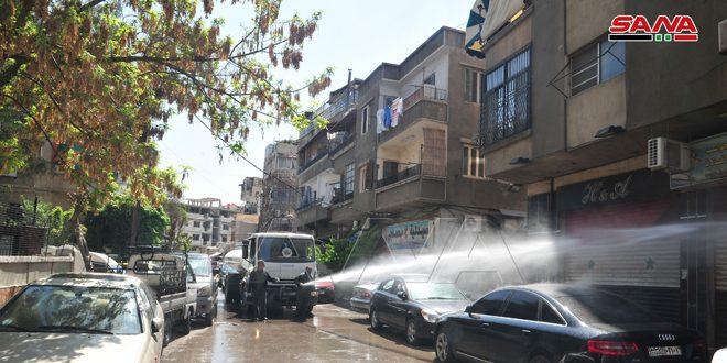جهود متواصلة لتعقيم وتنظيف الأحياء والأسواق والشوارع في المحافظات