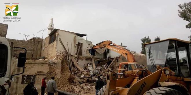 إصابة طفل رضيع جراء انهيار أرضية منزل عربي قديم بالميدان