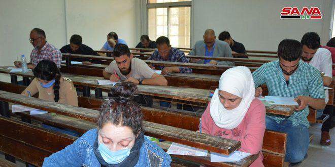 طلاب التعليم المفتوح في جامعة البعث يتقدمون لامتحاناتهم وسط اتخاذ إجراءات التصدي لفيروس كورونا