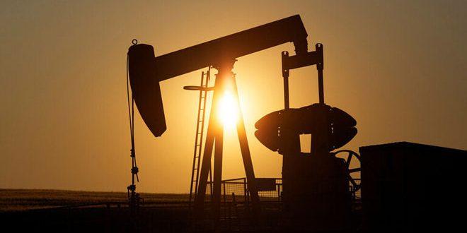 تراجع أسعار النفط بنحو دولار للبرميل