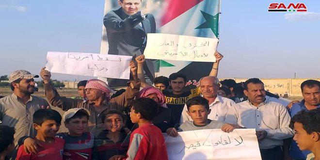 تجمع وطني في قرية خربة عمو بريف القامشلي ضد الاحتلالين الأمريكي والتركي ورفضاً لـ (قانون قيصر)