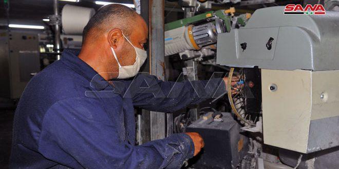 عمال شركة نسيج اللاذقية: استمرار العمل ودوران عجلة الإنتاج لرفد السوق المحلية باحتياجاتها