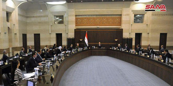 مجلس الوزراء يعتمد الاستراتيجية الوطنية لتطوير محصول الزيتون ويقرر الاستمرار بتزويد السورية للتجارة بمنتجات القطاع العام