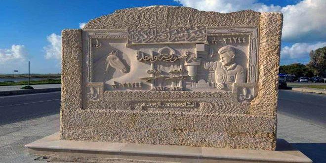 الفنان محمد رستم.. وطنه رسالة منقوشة في الصخر