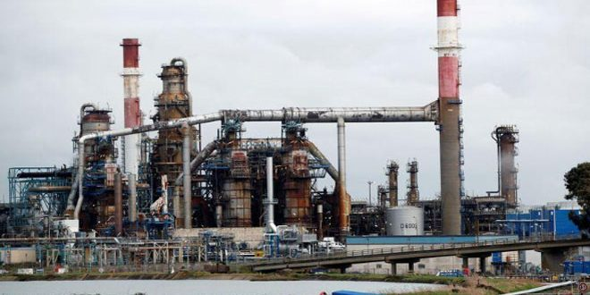أسعار النفط تغلق على ارتفاع قليل