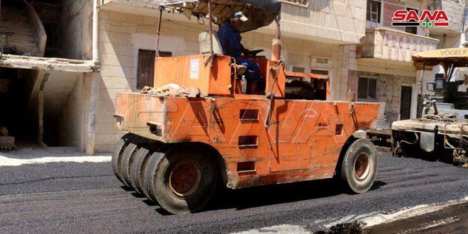 بكلفة 15 مليون ليرة مد قميص إسفلتي في منطقة الروضة بمدينة دير الزور