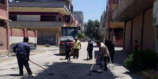 ترميم وإصلاح شوارع وأرصفة في عدة أحياء بمدينة حمص