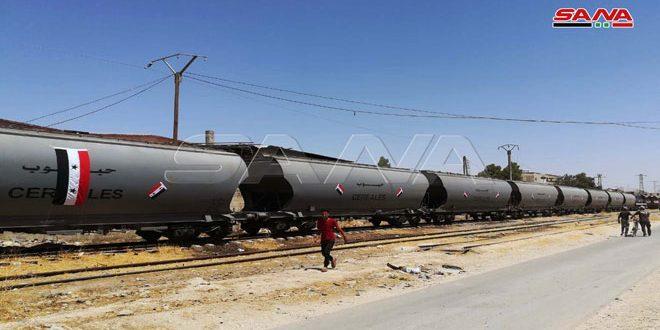 بعد انقطاع تسع سنوات.. وصول أول قطار محمل بألف طن من القمح من مرفأ طرطوس إلى صوامع السبينة- فيديو
