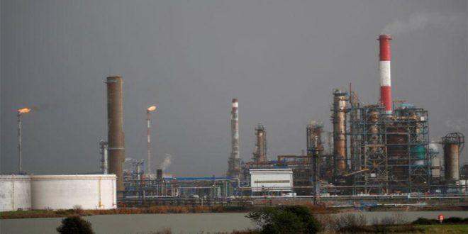 النفط يتجه صوب انخفاض أسبوعي مع تنامي المخاوف إزاء الطلب بسبب كورونا