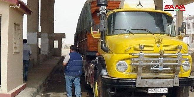 دخول 65 شاحنة عالقة عند معبر نصيب جابر الحدودي إلى الأردن بعد إعادة افتتاحه أمام حركة الشحن