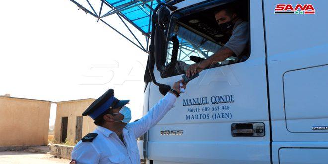 عبور 40 شاحنة إلى الأردن من الشاحنات العالقة عند معبر نصيب جابر الحدودي