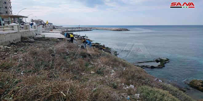 إطلاق حملة لتنظيف الواجهة البحرية لكورنيش جبلة