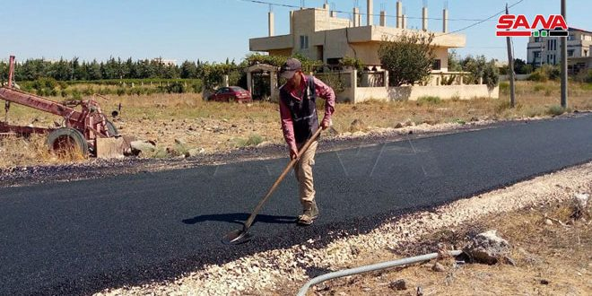 تأهيل وتعبيد طرق محلية في مدينة البعث بالقنيطرة